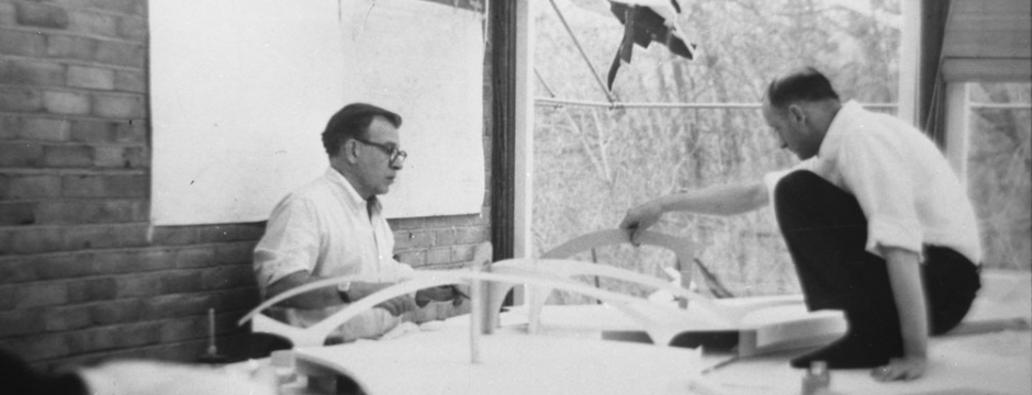 Eero Saarinen (left) and Kevin Roche (right) working on a model for the TWA Terminal, c. 1958. Courtesy of Eero Saarinen Collection; Manuscripts and Archives, Yale University Library
